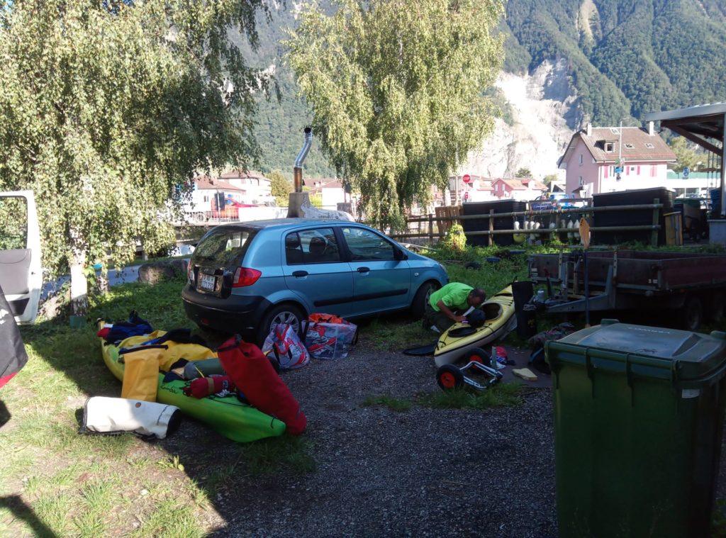 Preparazione delle canoe da lago